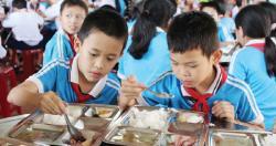 Bữa ăn học đường bảo đảm dinh dưỡng cho học sinh