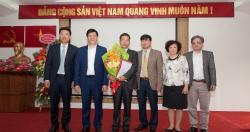 Thứ trưởng Nguyễn Thanh Long cùng đoàn công tác Bộ Y tế đến trao quyết định...