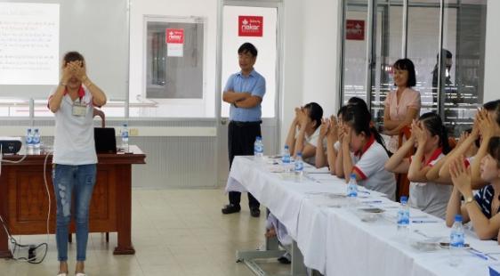 Hoạt động khảo sát điều kiện lao động và Tập huấn chăm sóc mắt cho trưởng nhóm công nhân tại nhà máy sản xuất giày da và điện tử tại Quảng Nam và Đà...