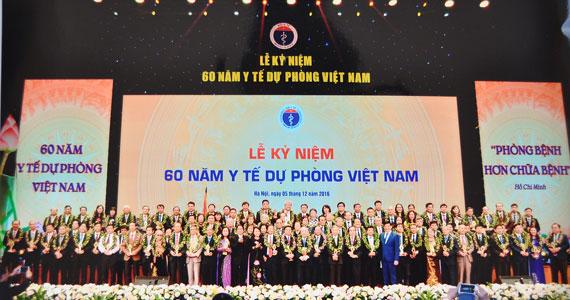 Kỷ niệm 60 năm Y tế dự phòng - Viện sức khỏe nghề nghiệp và môi trường được trao tặng giải...