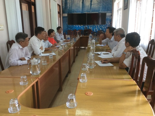 Viện sức khỏe nghề nghiệp và môi trường khảo sát về chất thải y tế tái chế tại các bệnh viện tỉnh Đắk Lắk.