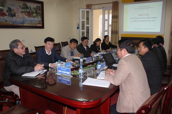Trao đổi hợp tác giữa Viện Sức khỏe nghề nghiệp và môi trường và Trung tâm kiểm soát bệnh tật tỉnh Bắc Giang