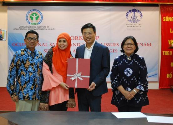 """TẬP HUẤN """"Các vấn đề An toàn vệ sinh lao động tại Việt Nam cho các giảng viên trường đại học Indonesia"""